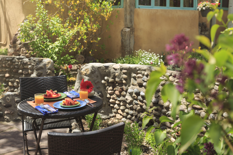 breakfast served in a garden setting