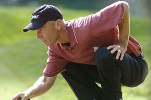 Corey Pavin lines up a putt during the 2004 Players Championship