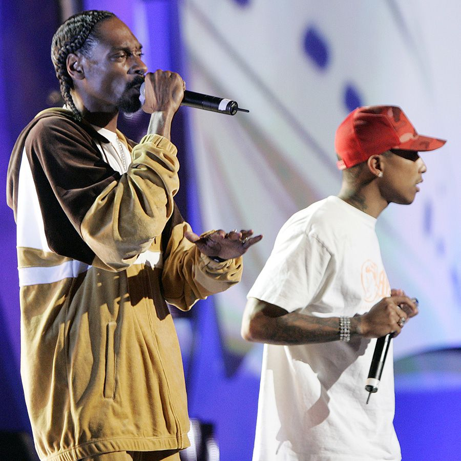 Snoop Dogg and Pharrell performing