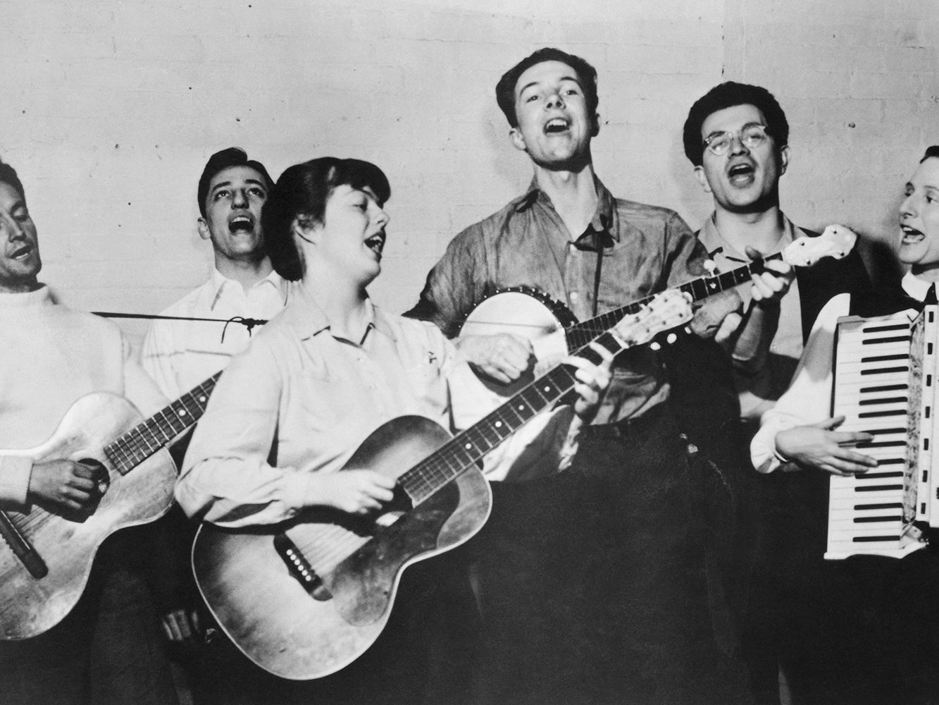 50 Best Folk Music Artists of All Time