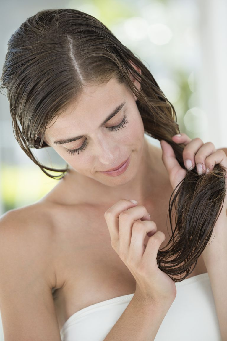 How to apply conditioner to fine hair