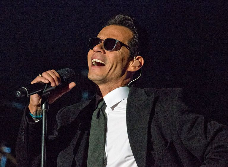 Marc Anthony singing live