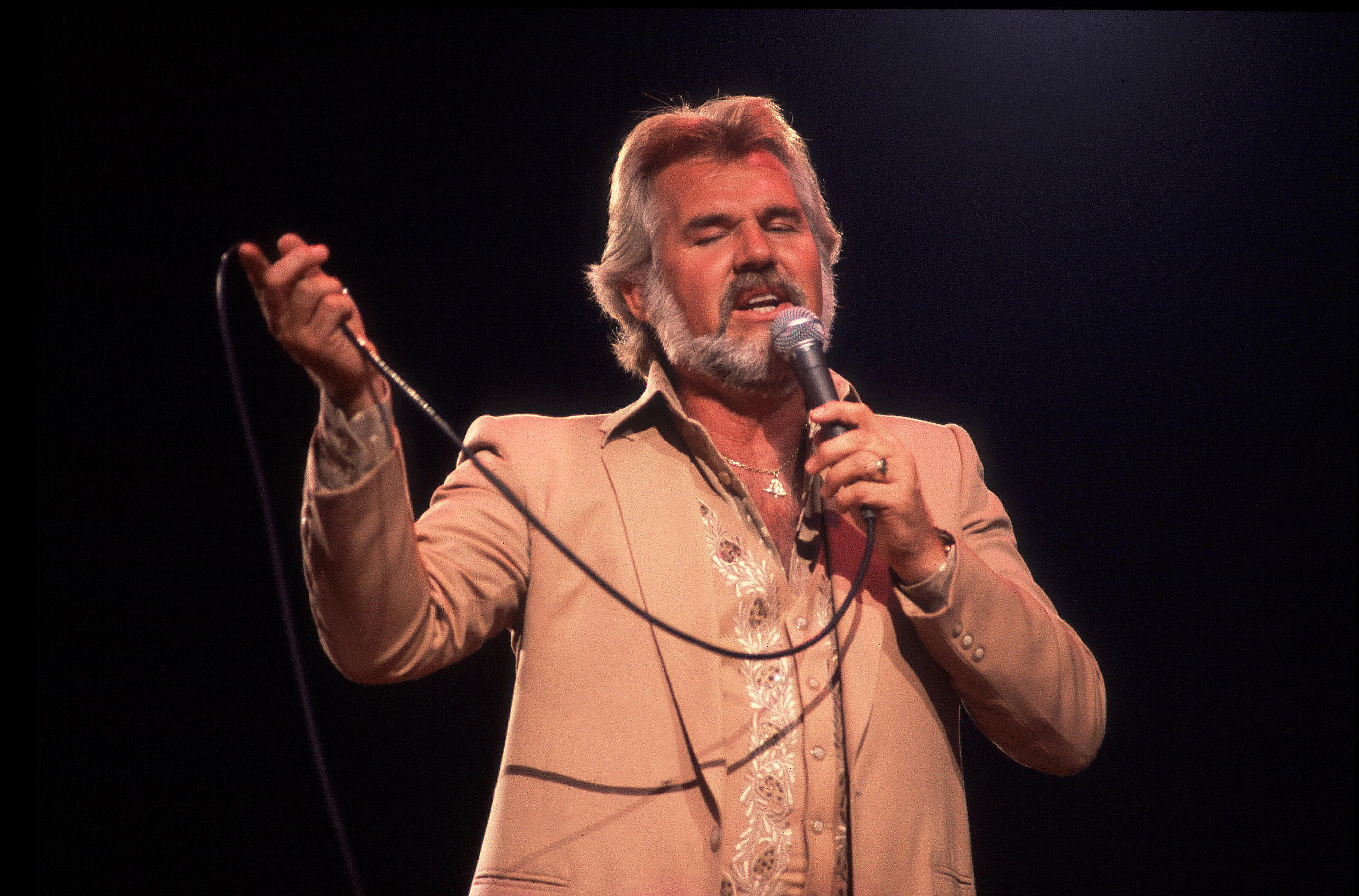 Kenny Rogers performs in Rosemont, Illinois on July 10, 1981.