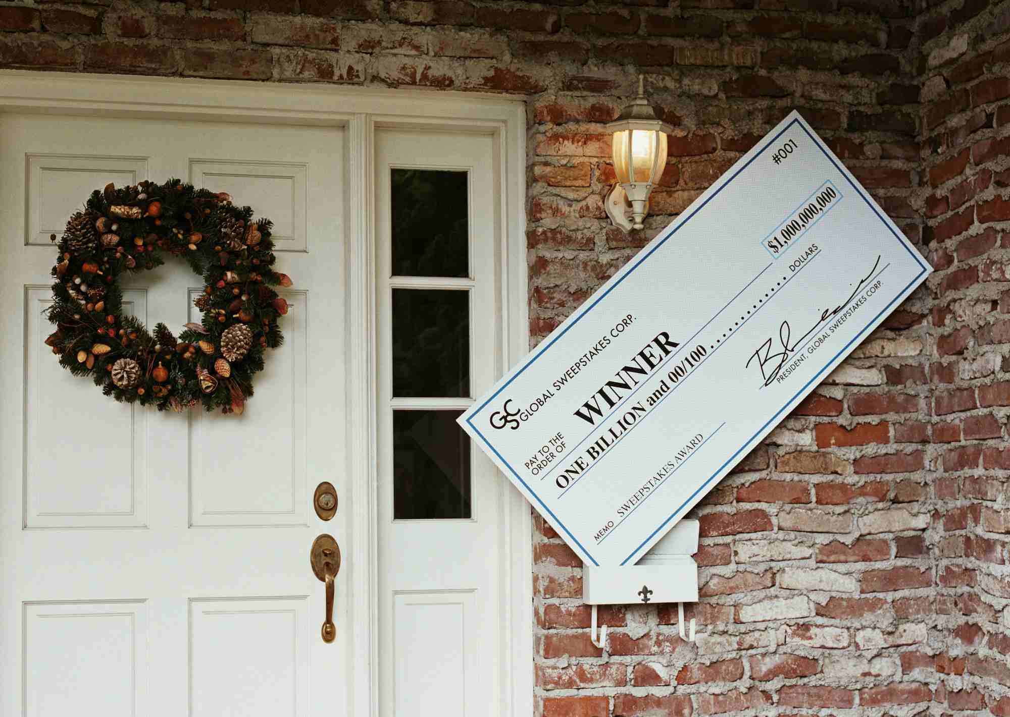 Oversized one billion dollar check, sitting in mailbox of house