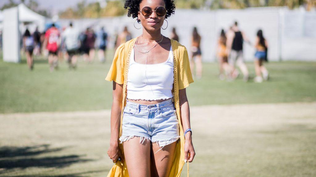 74a6e6c807 12 Stylish Ways to Wear Denim Shorts This Summer