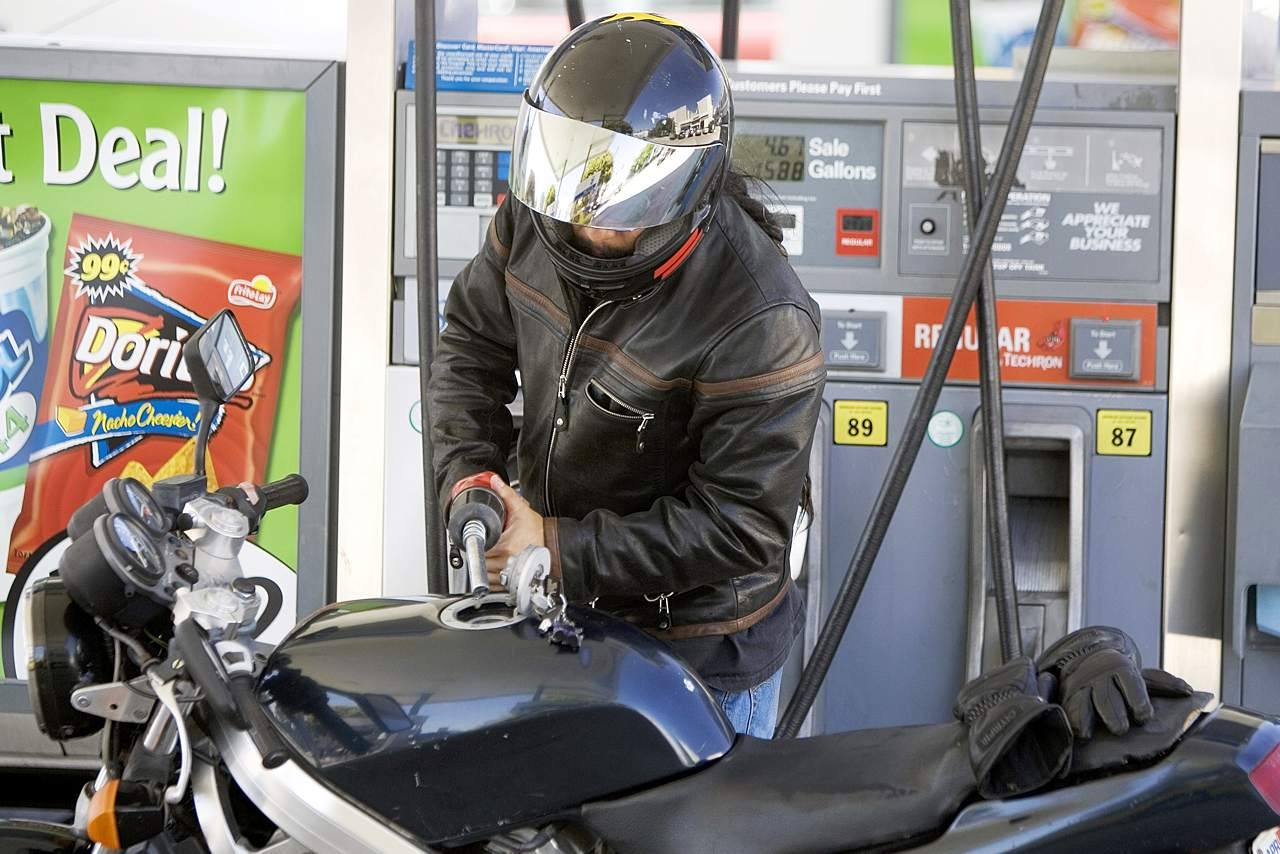 How to Save Gas on a Motorcycle
