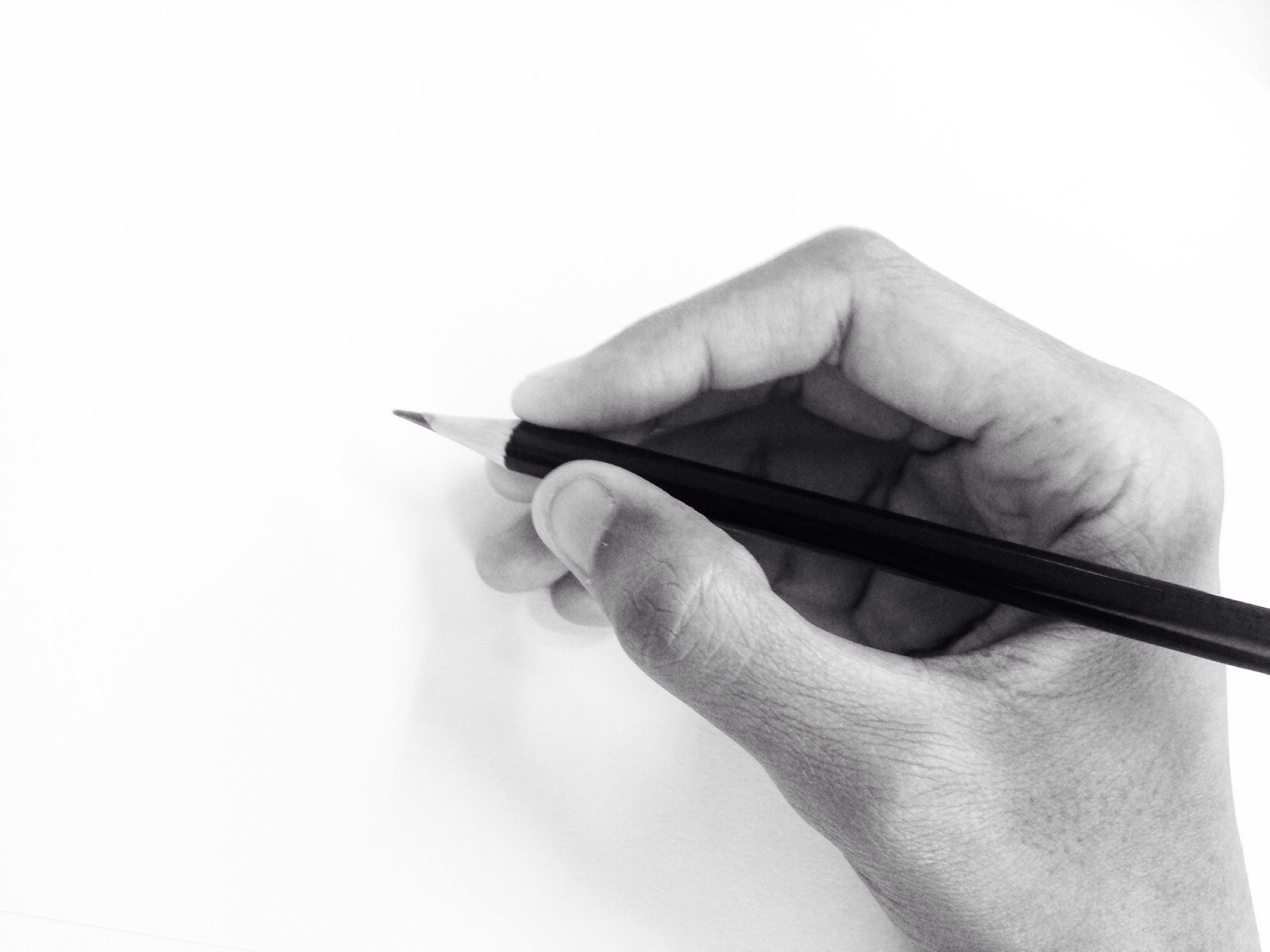 The right way to hold a pencil for drawing