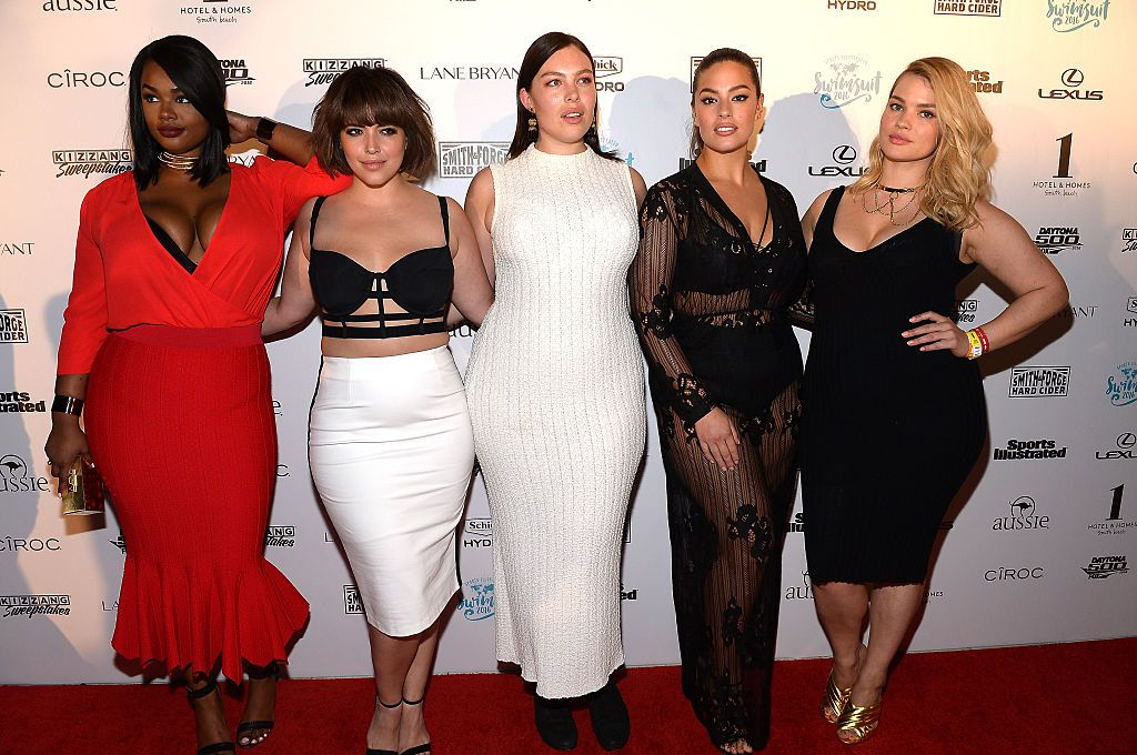 Tara Lynn posing with other plus size models on the red carpet.