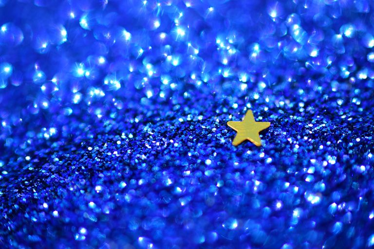 A tiny star on a field of glitter