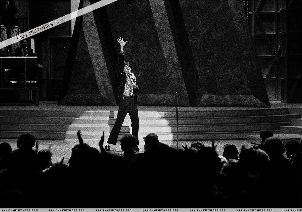 Motown-25-Yesterday-Today-Forever-michael-jackson-7198751-1200-843.jpg