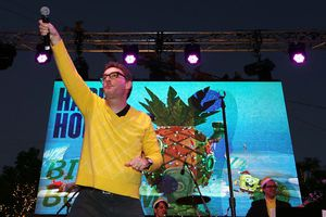 Tom Kenny performs during Nickelodeon's Spongebob Holiday Extravapants At The Grove
