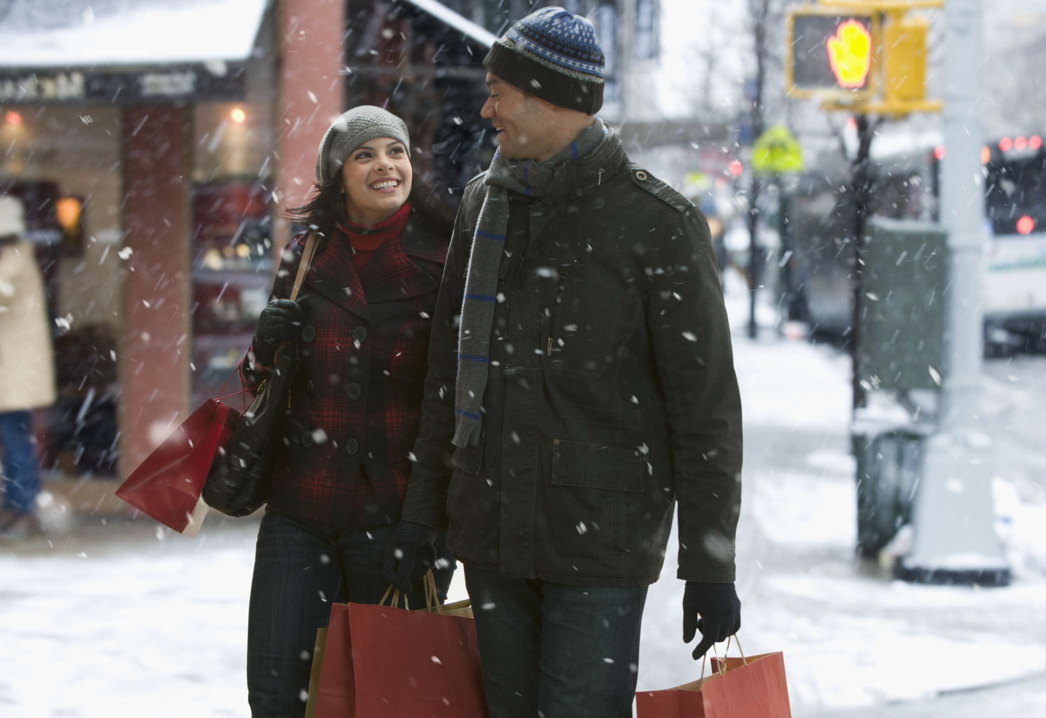 couple shopping in cold weather