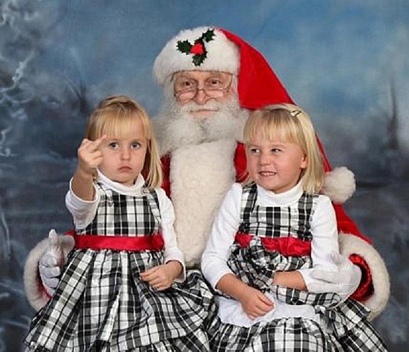 awkward-christmas-photo-twins.jpg
