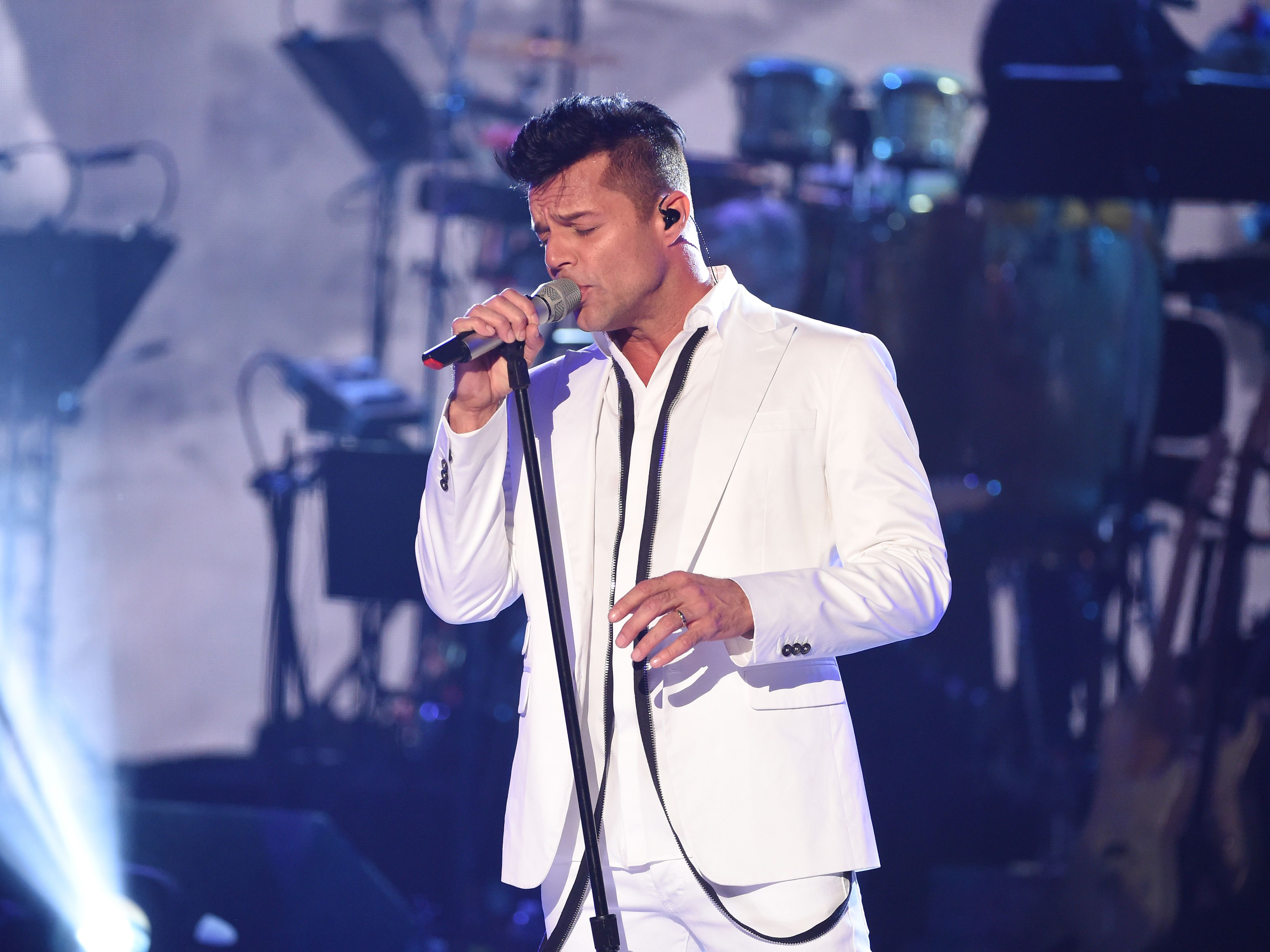 Top 10 Male Latin Singers