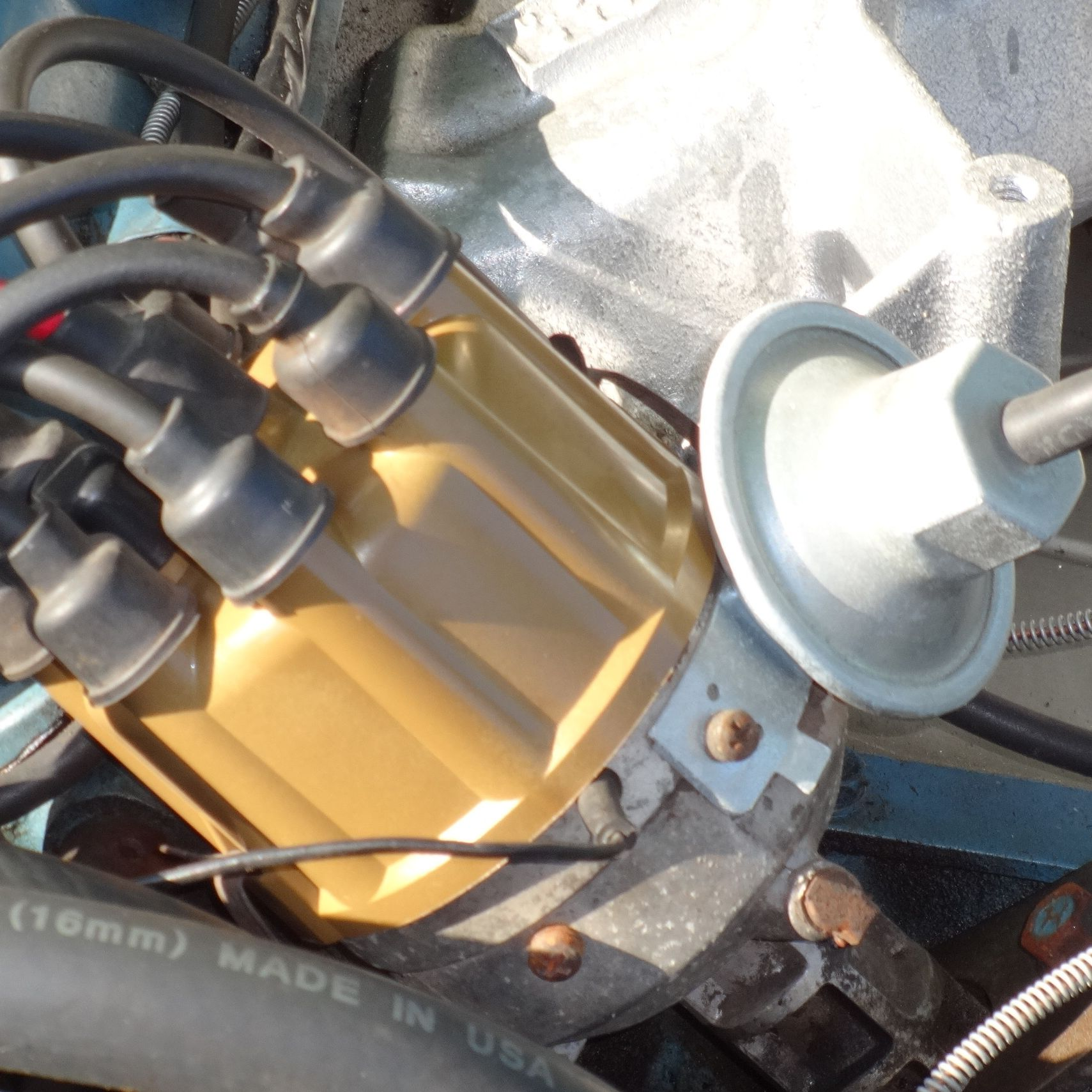 Symptoms of Vacuum Advance Problems in Classic Cars