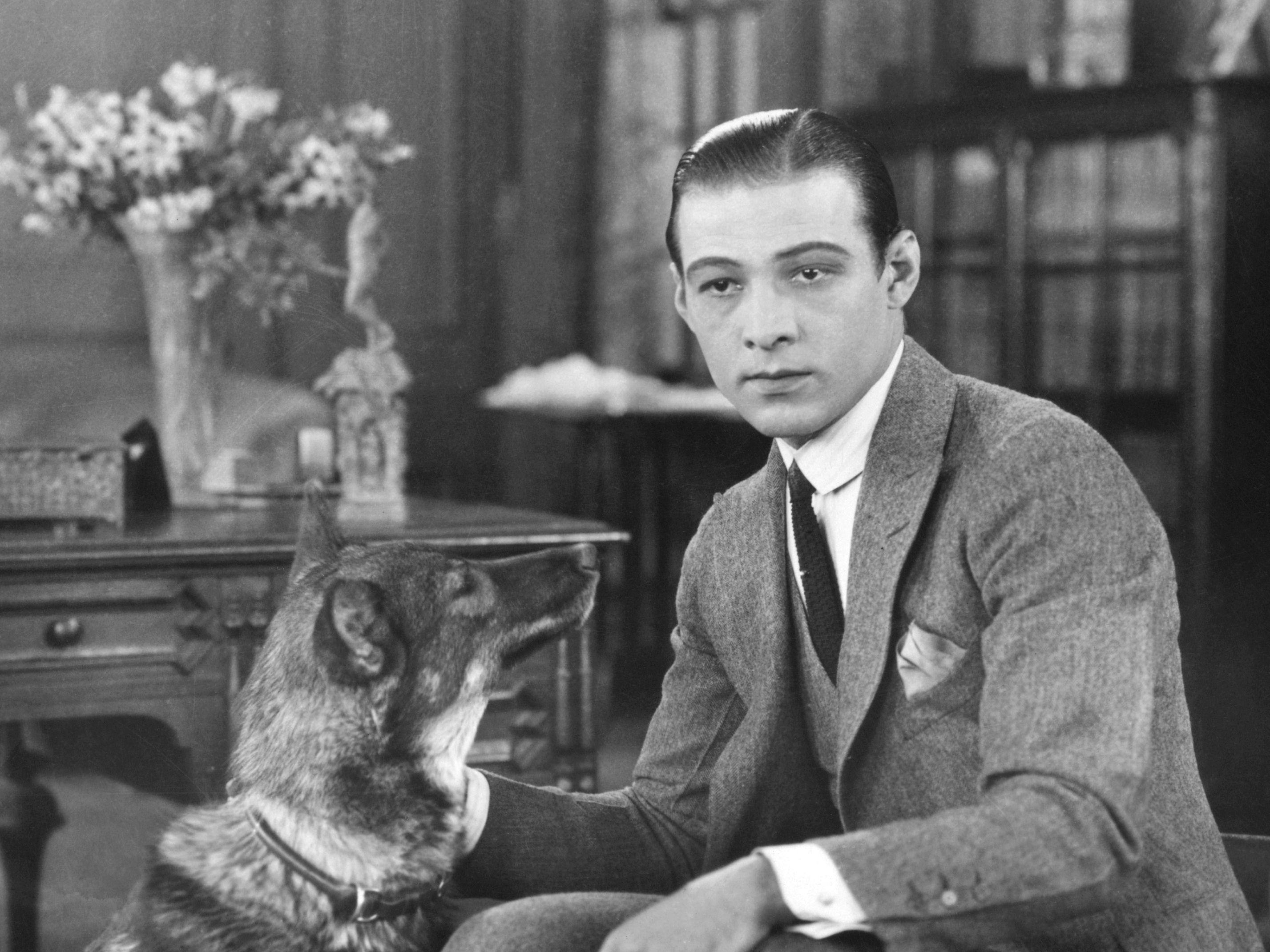 Rudolph Valentino Biography