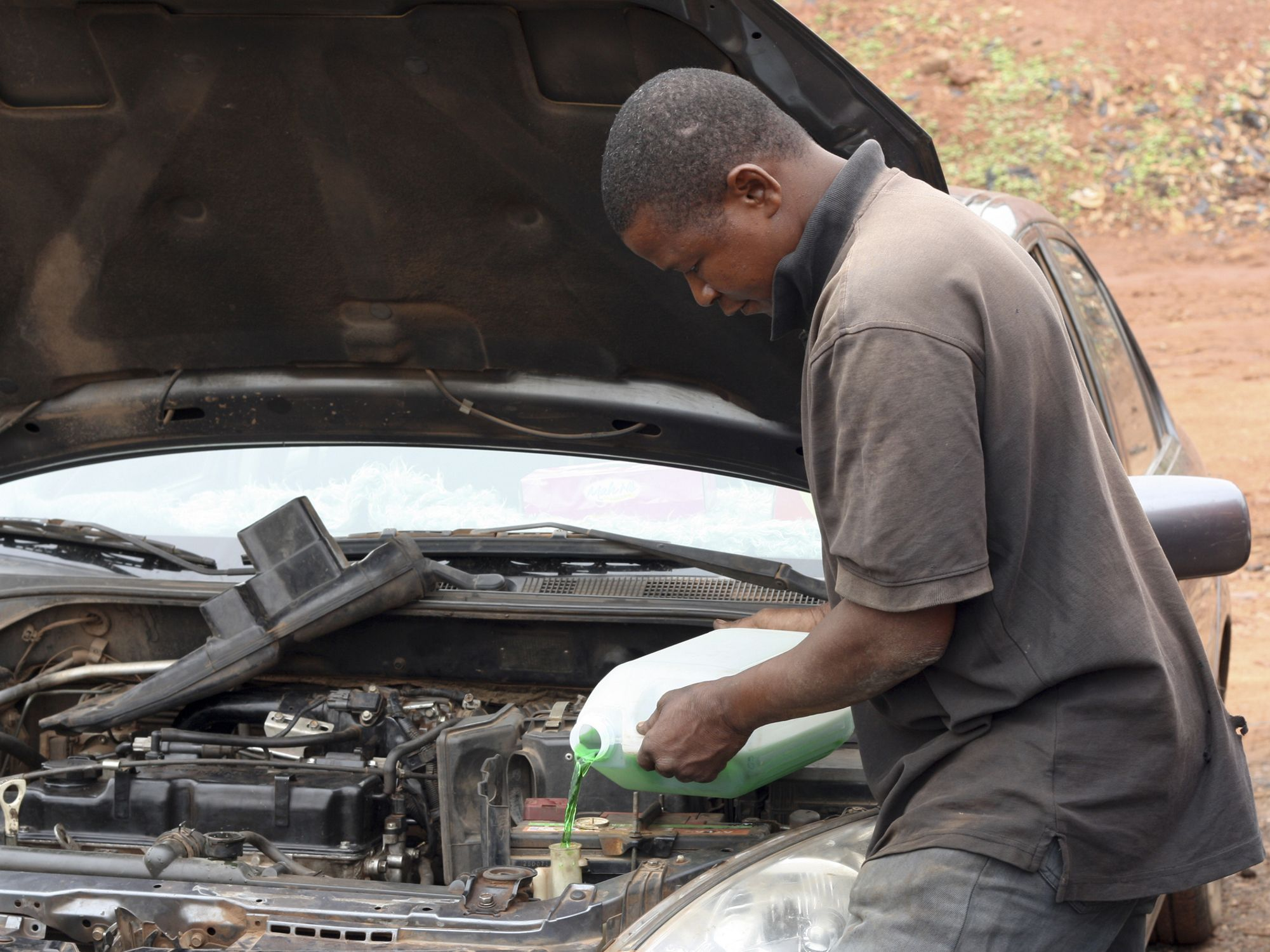 Engine Coolant Leaks: Symptoms and Solutions