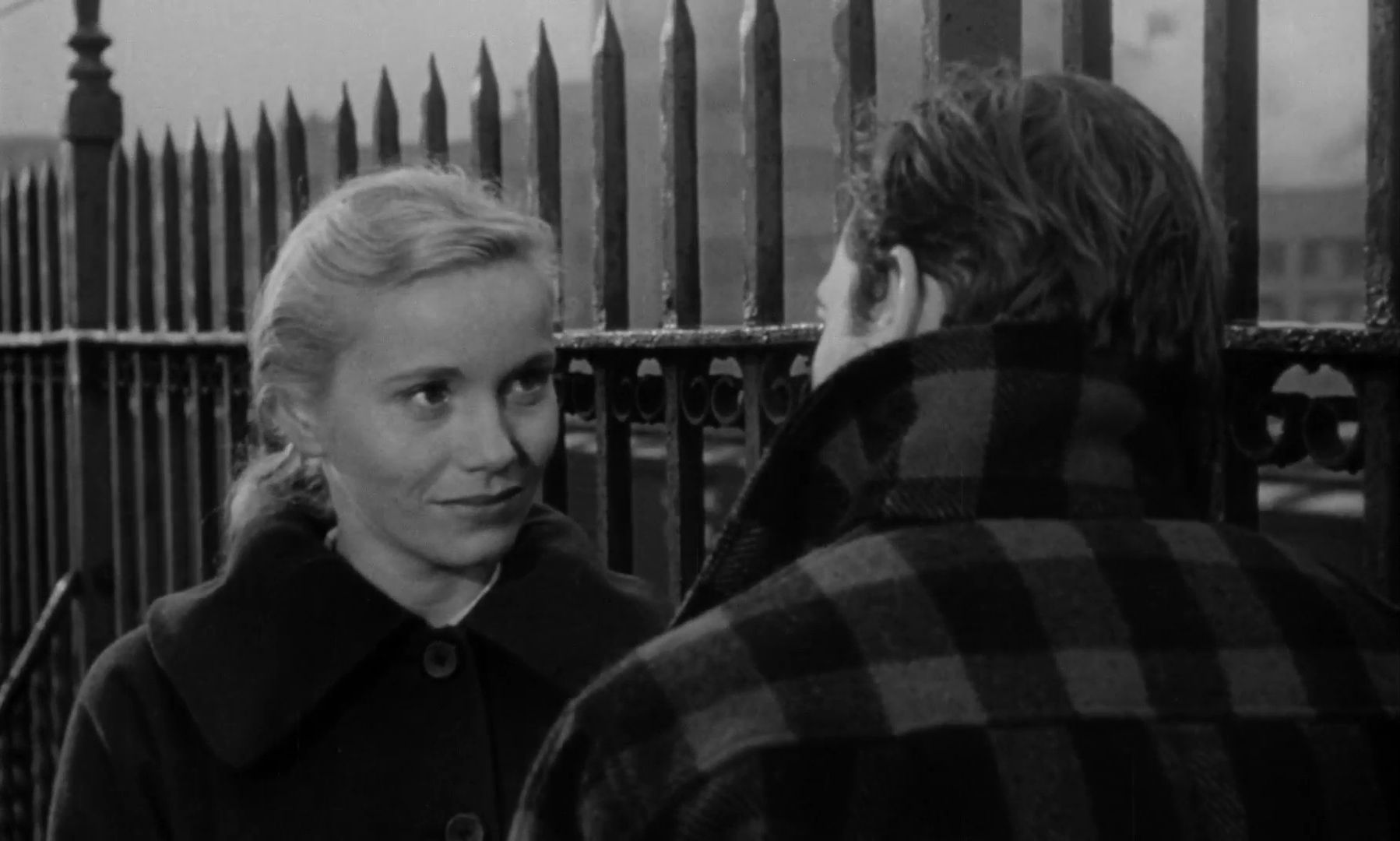Eva Marie Saint and Marlon Brando in