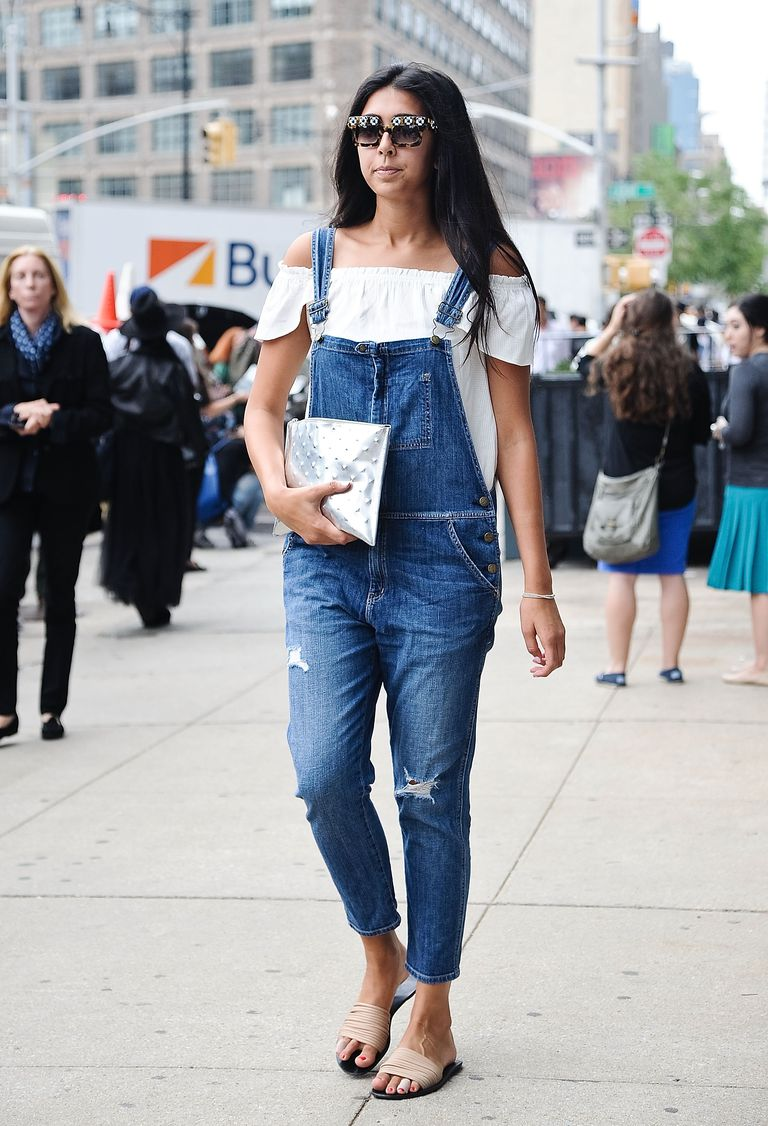 f11030f1fcb Street Style - 10 Stylish Outfits in Denim Overalls