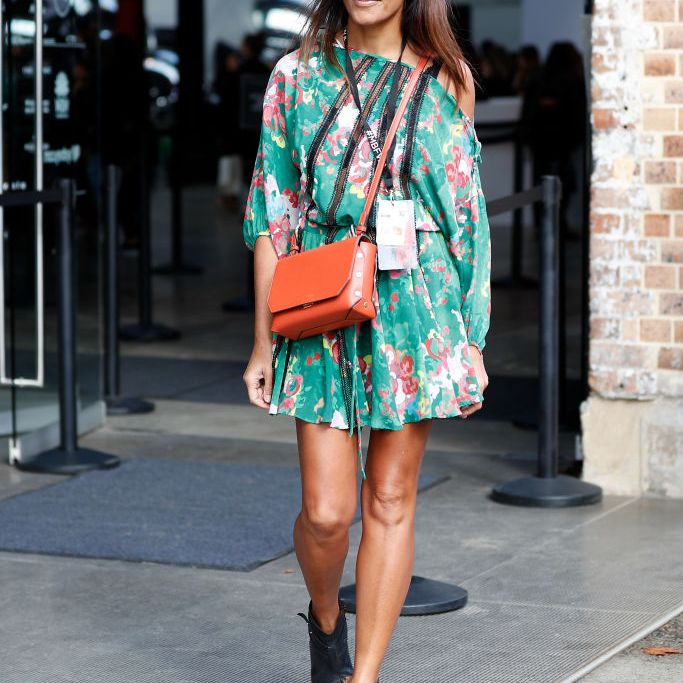 6d410ec9613587 Woman wearing floral print short summer dress and ankle boots