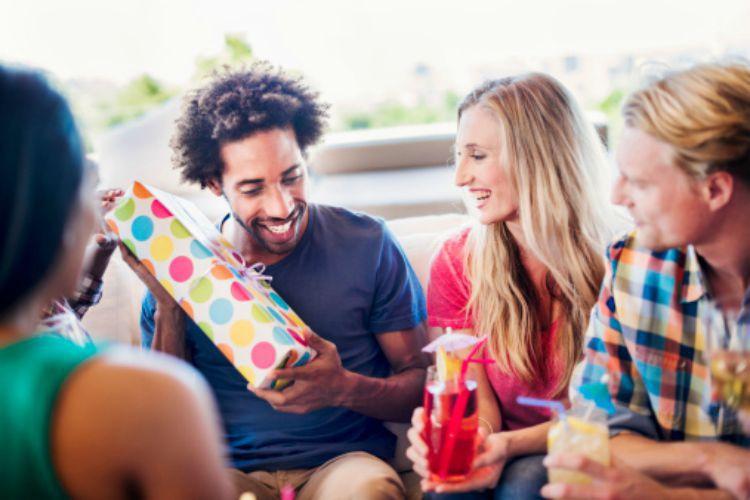 Идеи для своего подарка другу