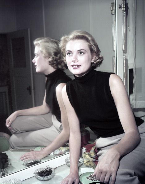 Grace-Kelly-Sleeveless-top-1954-Photo-by-Gene-Lester-Getty-Images.jpg