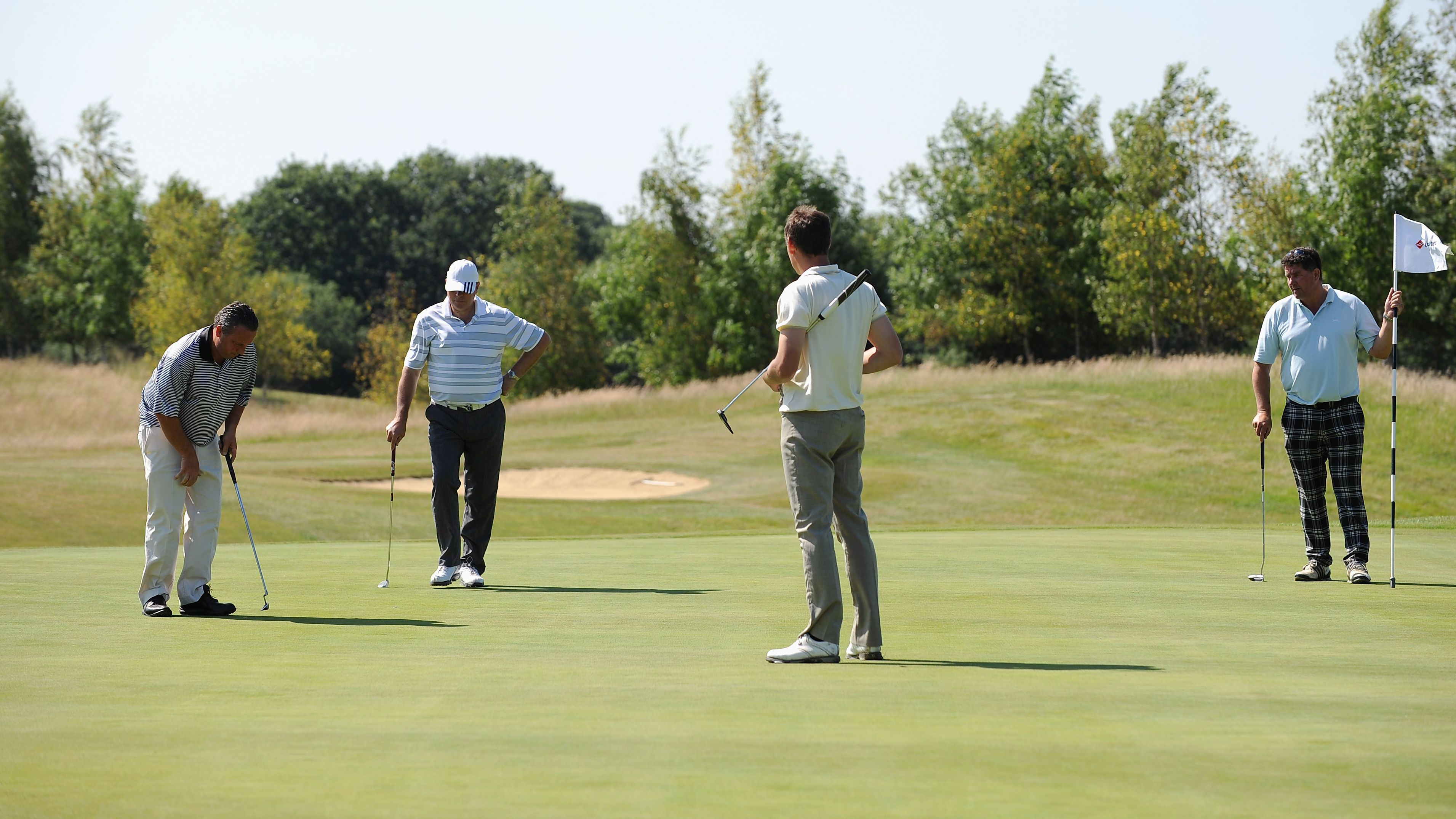 How to Determine Order of Play Around the Putting Green