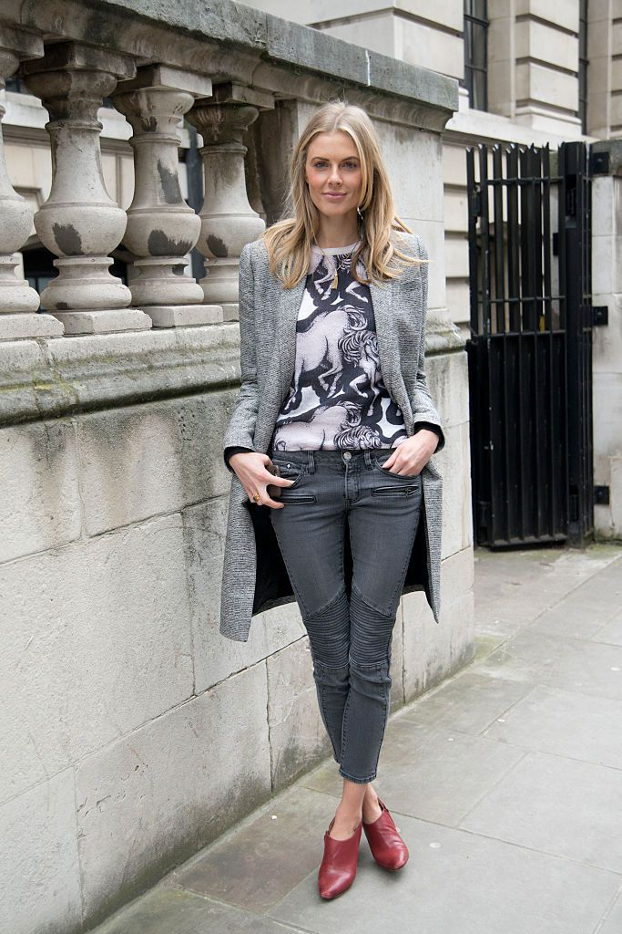 1b9acbb3976b4c What to Wear With Grey Jeans  Stylish Outfit Ideas