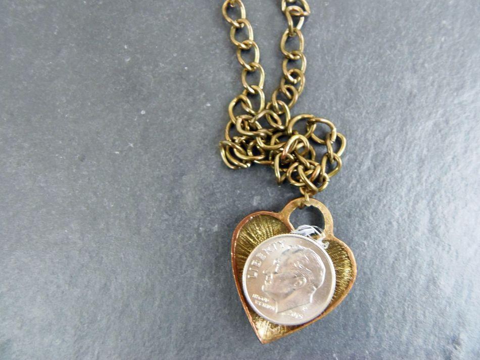 13 epic diy white elephant gift ideas dime n necklace solutioingenieria Gallery